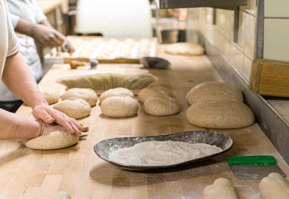 Freisinger-Land-Bäcker-Schindele-kneten